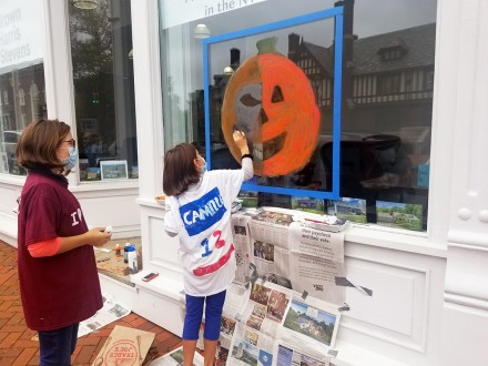 Elise Mergenthaler (painting) and sister Camille Mergenthaler, annual Halloween Window Painting Contest by WWCC, Westport, CT, Oct. 24, 2020, photo by Matthew Mandell